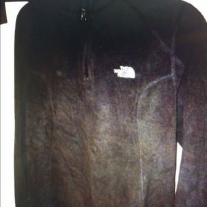 The North Face fleece pullover misses large