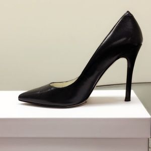 BCBGeneration leather pump. Size 5.5