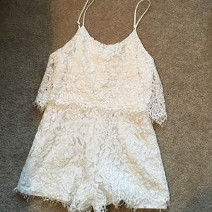 🌷Lined White Lace Romper