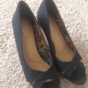 Like new black peep toe wedges