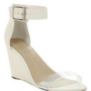 🇺🇸SALE🇺🇸BCBGMaxazria Latch Wedge