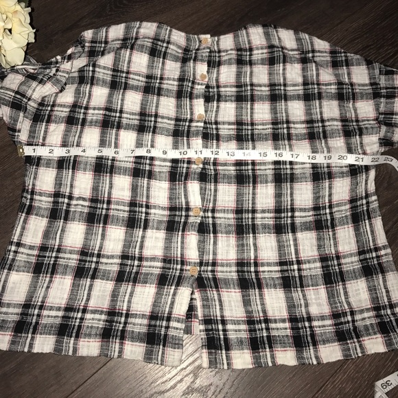 64 off zara tops zara basic collection plaid wooden buttons top l from flor 39 s closet on poshmark. Black Bedroom Furniture Sets. Home Design Ideas