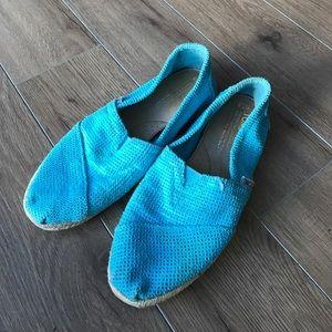 Toms flats blue tan basket wave slip on loafers