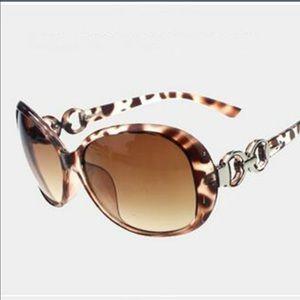Accessories - Fashion sunglasses!!