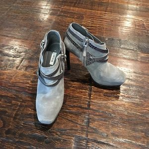 NWOT GRAY GUESS BOOTIES