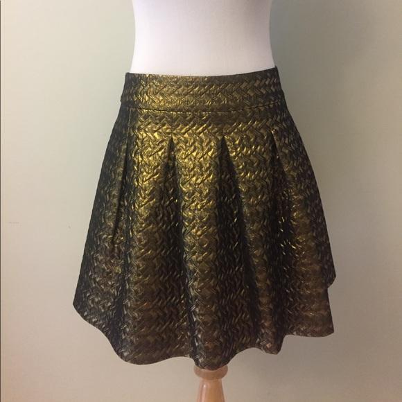 c91100c4e Banana Republic Dresses & Skirts - Banana Republic Gold Flare Skirt Size 10