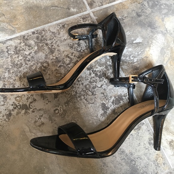 8459fb3337c0 MICHAEL Michael Kors Simone dress sandal. M 595669baf0137d4eab005f94