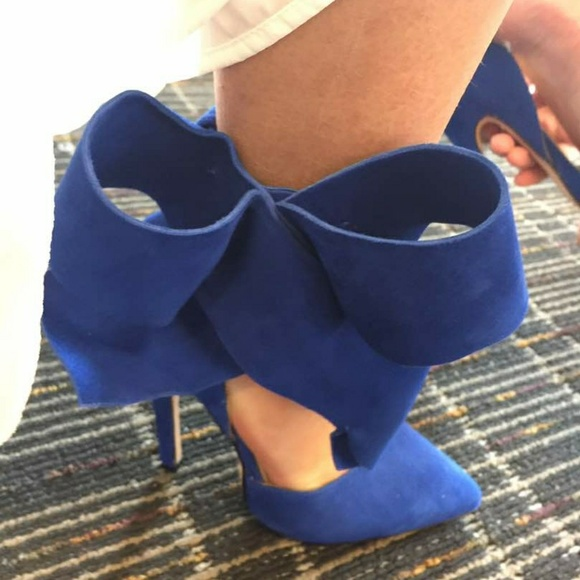 Aminah Abdul Jillil Shoes - Bow pump size 6