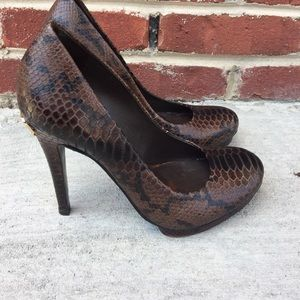 Tory Burch Shoes - Tory Burch Snake Print Heels 8.5 😍 Gorgeous!
