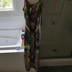 Dresses & Skirts - Tropical print maxi dress with belt. Size Medium