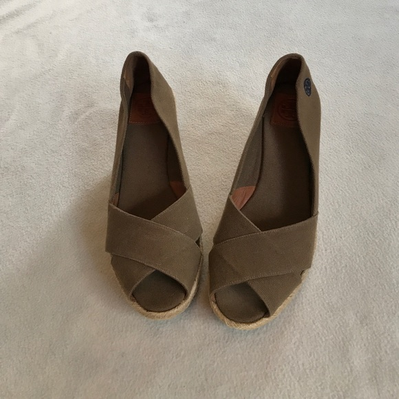 92b96682b5a Tory Burch Shoes - Tory Burch Brown Tan Straw Platform Wedge Peep Toe