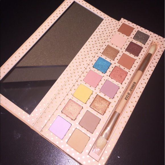 Kyshadow - Take Me On Vacation Palette by Kylie Cosmetics #16