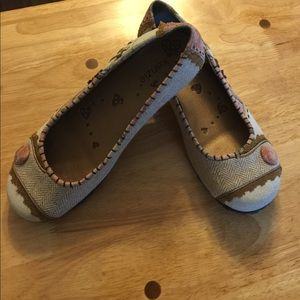 Adorable Kenzie flats!! Size 8.5 M. Worn ONCE!!