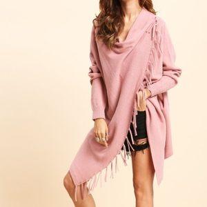 Sweaters - ➕Pink A line knit shawl w/tassel trim🌷