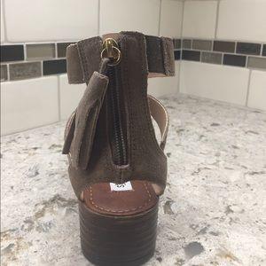 eab38c63405e Steve Madden Shoes - Steve Madden Daviss Taupe suede sandals
