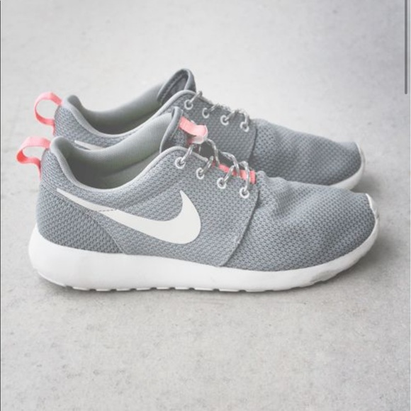 nike roshe gray and pink