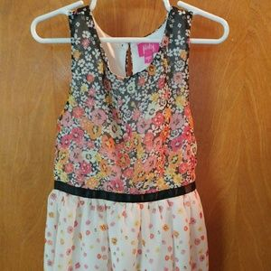 Beautiful girls size 7 floral dress