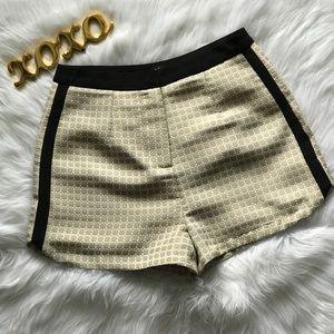 Ark & Co. Beige & Black Shorts. Size M