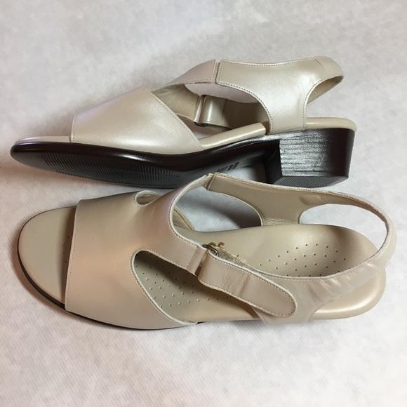 59 Off Sas Shoes Sas Suntimer Comfort Pearl Leather