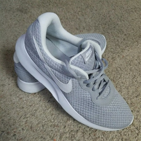 huge selection of d4a65 749c2 Nike Tanjun Wolf Grey White Women Classic. M 5957fddc680278293e017518