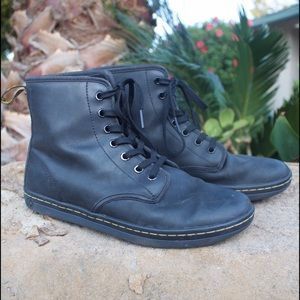 Dr martens shoreditch leather boots