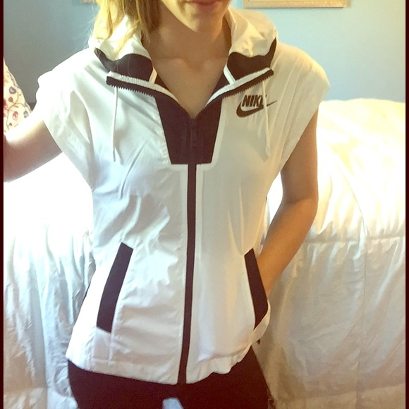 e3340b62ae5a Nike Women s Tech Hypermesh Vest Jacket