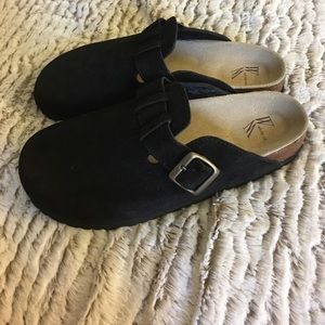 White Mountain Suede Leather Clogs