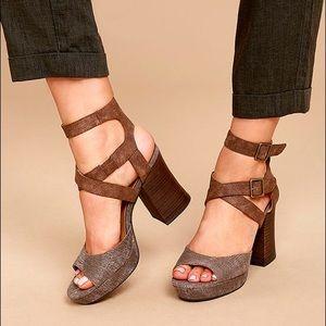 Buckled Platform Chunky Heel Sandal