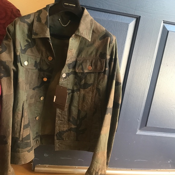 e2c67b0cab1b Supreme x Louis Vuitton Camo Denim jacket