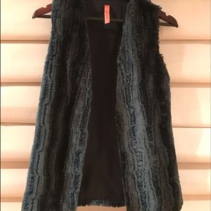 Eight Sixty Black and Blue Faux Fur Vest Small