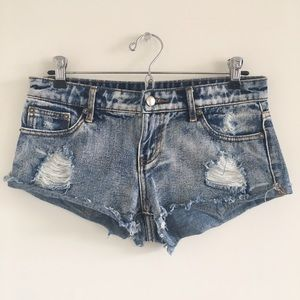 Forever 21 Distressed Low Rise Cutoffs Size 25