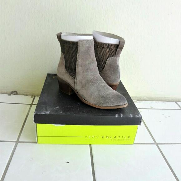 4b2739582cd NIB Very Volatile Raya ankle boots NWT