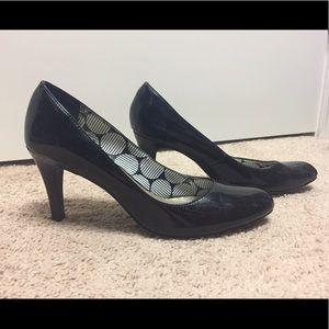  Shiny black heels - size 6