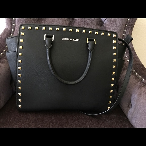 0bffbe5abac8f4 MICHAEL Michael Kors Handbag, Selma Stud XL. M_59590a173c6f9f5e30005d36