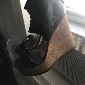 Pelle Moda Shoes - Super high platforms