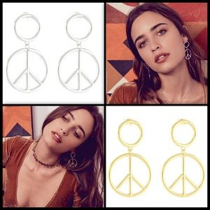 Jewelry - VANESSA MOONEY ✌🏽 Young Love Earrings NWT