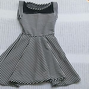 Other - Girls Black and white striped dress size 7