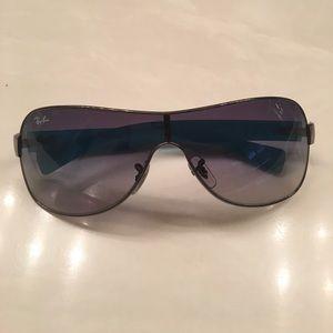 Ladies Ray Ban sunglasses.