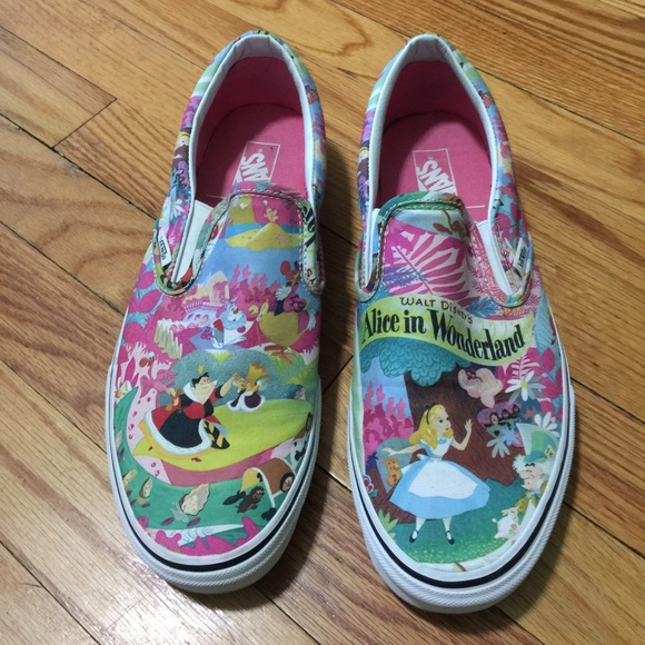 e0ce64e452 Disney Vans Classic Slip On (Alice in Wonderland).  M 59594630d14d7b91a707bf3c