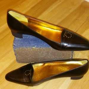 PRICE REDUCED!! NWOB Ferragamo Shoes size 9.5B