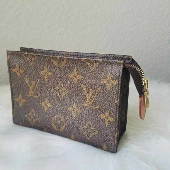 cc1bffbfe001 Louis Vuitton Handbags - Authentic Louis Vuitton Toiletry 15 monogram