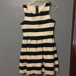 Dresses & Skirts - GORGEOUS black and white striped a-line