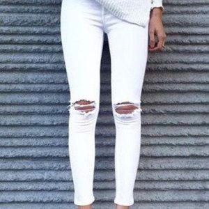 Denim - Sale🎉 Distressed white skinny jeans
