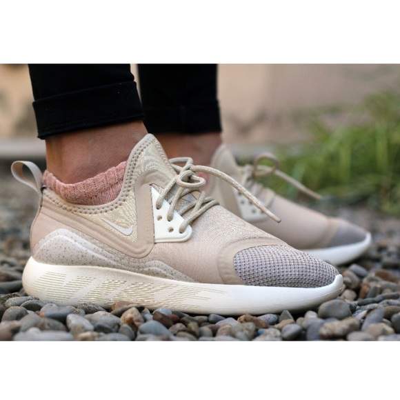 9531fe4a7d62 OFFER ME🔥 Nike Lunarcharge Essential