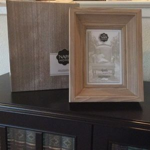Aaron Brothers Napa Home collection 4x6 frame
