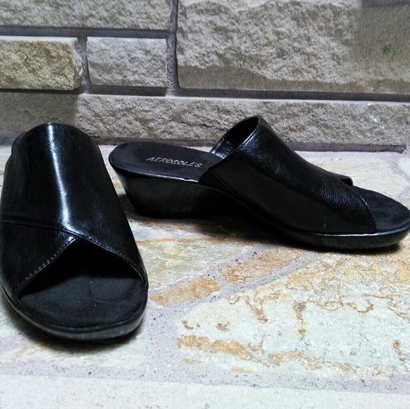 6f3e18ad064 Aerosoles black low wedge peep toe sandals