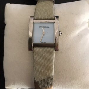 Authentic Women's Burberry leather strap watch