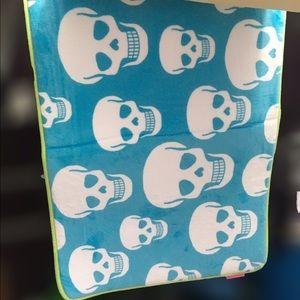 Betsey Johnson Bath Mat Set Skull Blue Green White