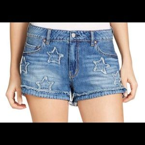 🔥NEW🔥DENIM SHORTS W/STARS ON THE FRONT SO CUTE😍