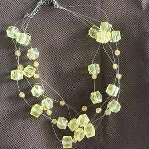 Jewelry - Yellow bead necklace
